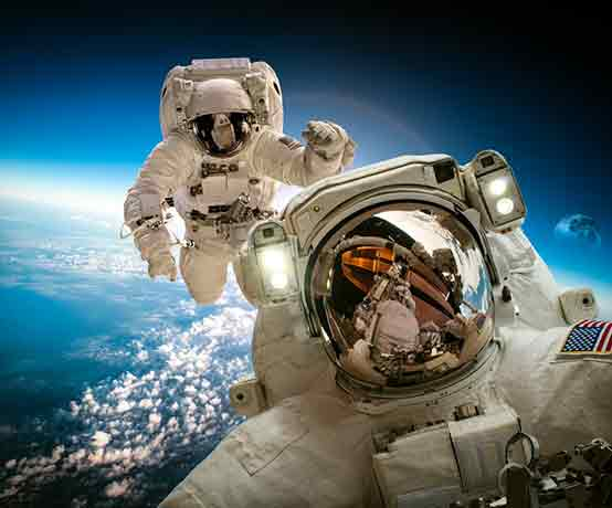 live hosted escape game by an human astronaut